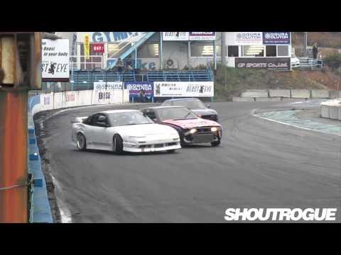 No gap drifting Sakai 180SX vs Nakamura S13 tandem battle outside camera