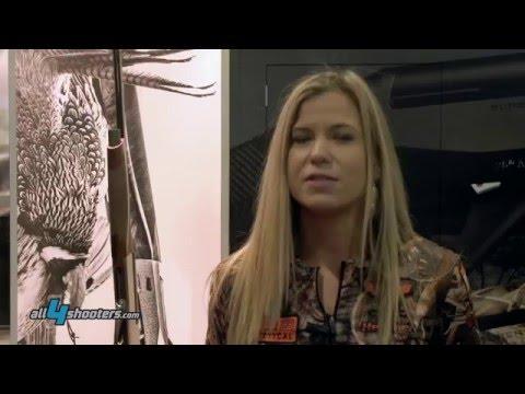 Heather Miller со стенда Benelli