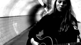 Смотреть клип Marika Hackman - I'll Borrow Time