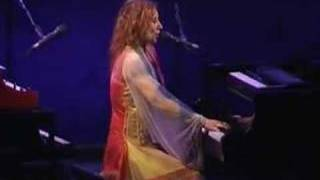 Tori Amos-Tulsa-2003-22-Tear In Your Hand