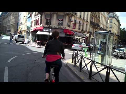A janky ride through Paris' 20th arrondissement