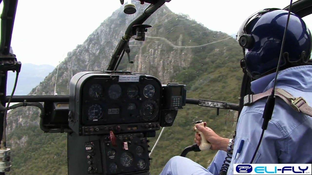 Elicottero R22 : Elicottero in volo lama sa b eurocopter e robinson r elifly