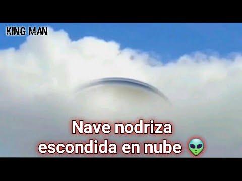 Objeto volador no identificado grabado sobre Moscu Rusia del cual sale un pequeño OVNI ??