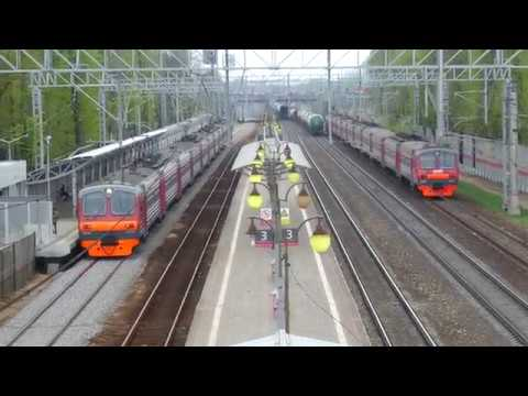 Trains at Perlovskaya station, Moscow oblast