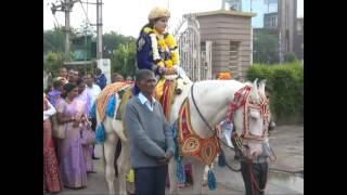 VIDEO में देखिए, घोड़ी पर सवार होकर निकली दुल्हन की बारात