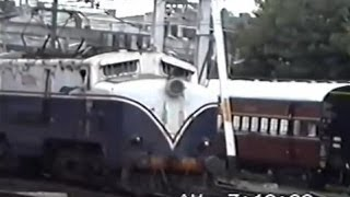 WCM1-hauled Deccan Queen departs from Pune (July 1995)