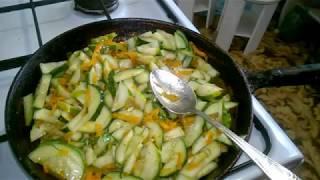 Теплый салат из жаренных огурцов.