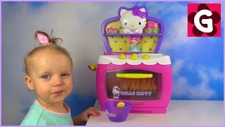 Gaby playing with Hello Kitty Kitchen Playset - Magic Oven