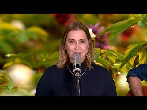 ANOUK presenteert de LENTE in het RTL WEERBERICHT