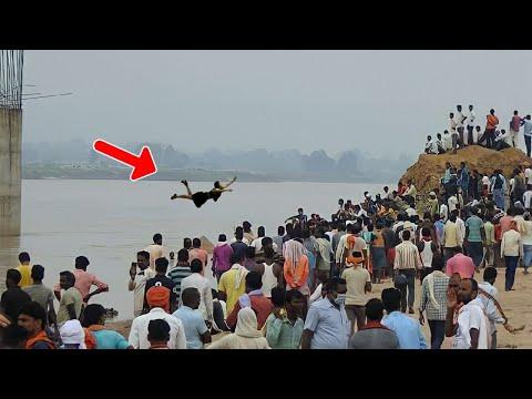 कुंभ मेले के दौरान गंगा नदी में ये लड़की अचानक हवा मे उड़ने लगी, लोग काँपने लगे | Mahadev Ke Chamatkar