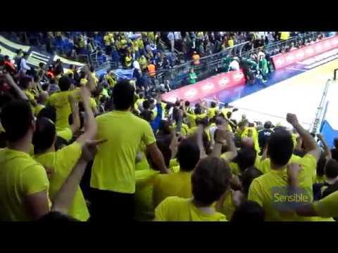 Taraftarlar Pao başkanına sataşır   Fenerbahçe fans tease Dimitris Giannakopoulos