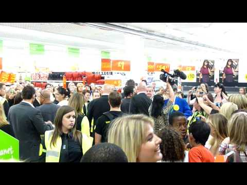 Peter Andre @ Asda Watford September 26th 2009