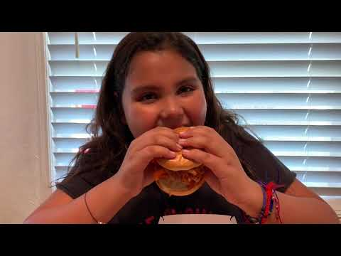 trying-kentucky-fried-chicken-new-cheetos-sandwich-&-nuggets