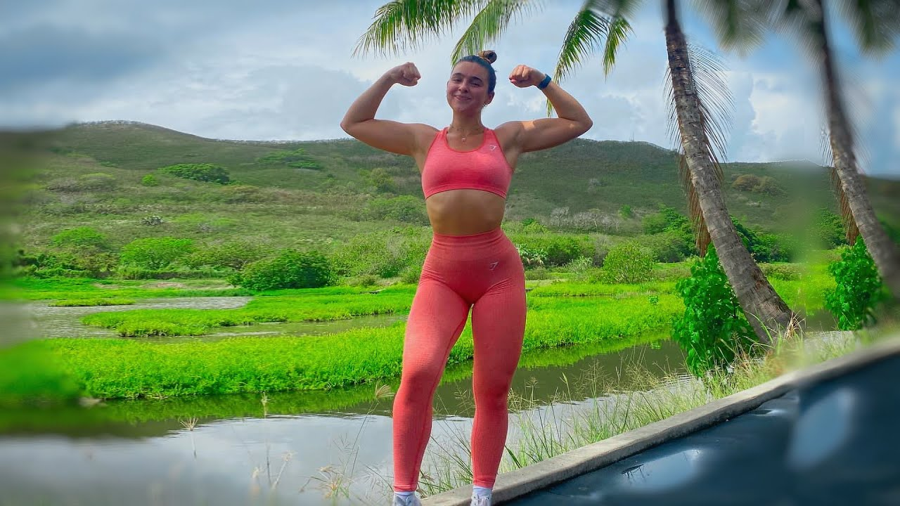 Crossfit Workout in Hawaii (Natalie Bally)