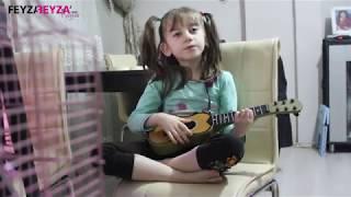 Beyza Nur Gitar Çalıyor