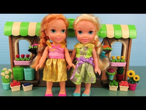 Farmers Market ! Elsa and Anna toddlers go grocery shopping
