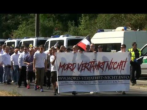 Tensão durante desfile neonazi em Berlim