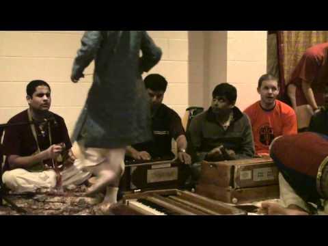 Bhajan - 24hr Kirtan - Govinda Caran das - 19/26