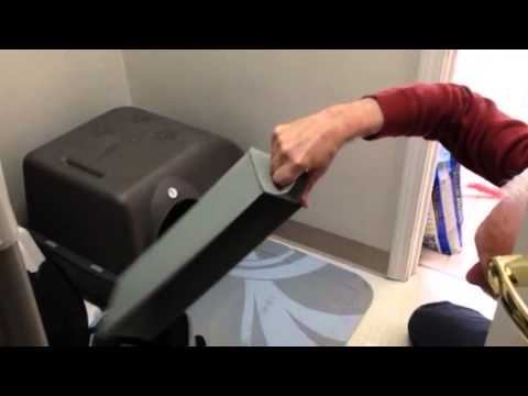 Cleaning Omega Paw Self-Cleaning Litter Box