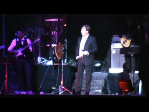 Ver Video de Ricardo Montaner Cuando nacen amores.Ricardo Montaner.Mar del Plata.5-09-10.