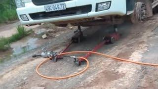 Thay vỏ ruột xe ô tô bằng công nghệ mới nhất.