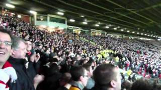 FA Cup 2010-11: Man United - Arsenal (Arsenal Fans Singing We Won the League)