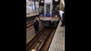 【衝撃映像】大阪・泉大津駅で電車に飛び込んだ女性が消えるガンツ事故が発生→事件の真相が明らかにwwwww(画像あり) thumbnail