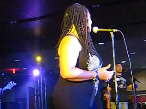 "Lalah Hathaway Live at Essence Music Festival 2009, ""Breathe"""