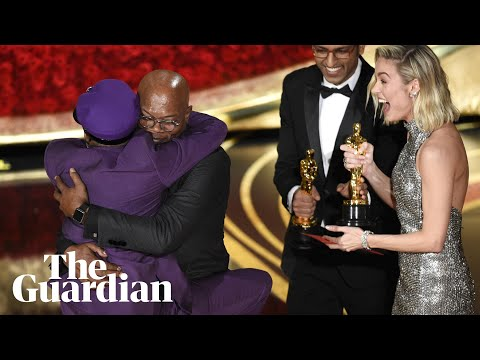 Spike Lee jumps into Samuel L Jackson's arms as he wins Oscar