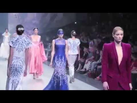e62e22a76ebe4 تابعي عرض أزياء Ezra خلال Fashion Forward - YouTube