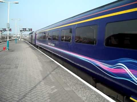 FGW train arriving at Swansea (Abertawe)