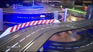 Gigantische Carrerabahn im Wohnzimmer
