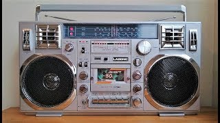 Repeat youtube video Reli's Ghettoblasters: Lasonic TRC-920 vintage boombox with a TEAC