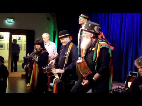 Heb Enw Ceilidh Band play