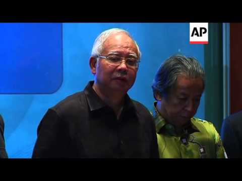 Malaysian PM warns against any interference with MH17 crash site