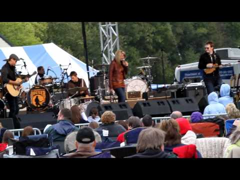 Lauren Alaina - Funny Thing About Love [Fallfest - Lancaster, PA] mp3