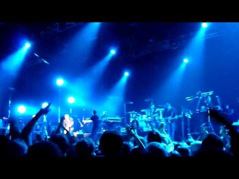 HD - Clueso -  Keinen Zentimeter (extended outro)  live 2011
