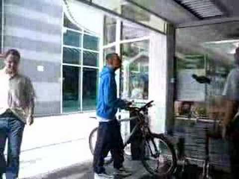 Stupid thug in Waitrose