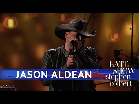 Jason Aldean Performs You Make It Easy