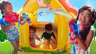 毎日暑くてプールプール!という子供たち。でも去年のプールやぶれちゃ...