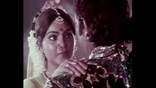 En Vaanil Ponmegam Panneer Thoovuthu En Vaazhvil Santhosham