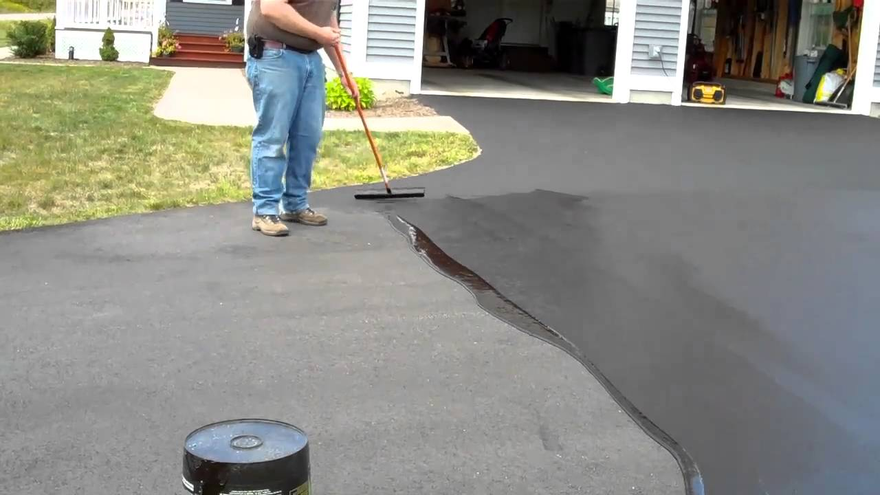 How to seal an asphalt driveway youtube how to seal an asphalt driveway solutioingenieria Image collections
