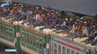 Megadrukte Bangladesh: duizenden mensen reizen op dak trein