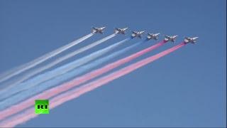Путин принимает парад в честь дня ВМФ в Петербурге — LIVE