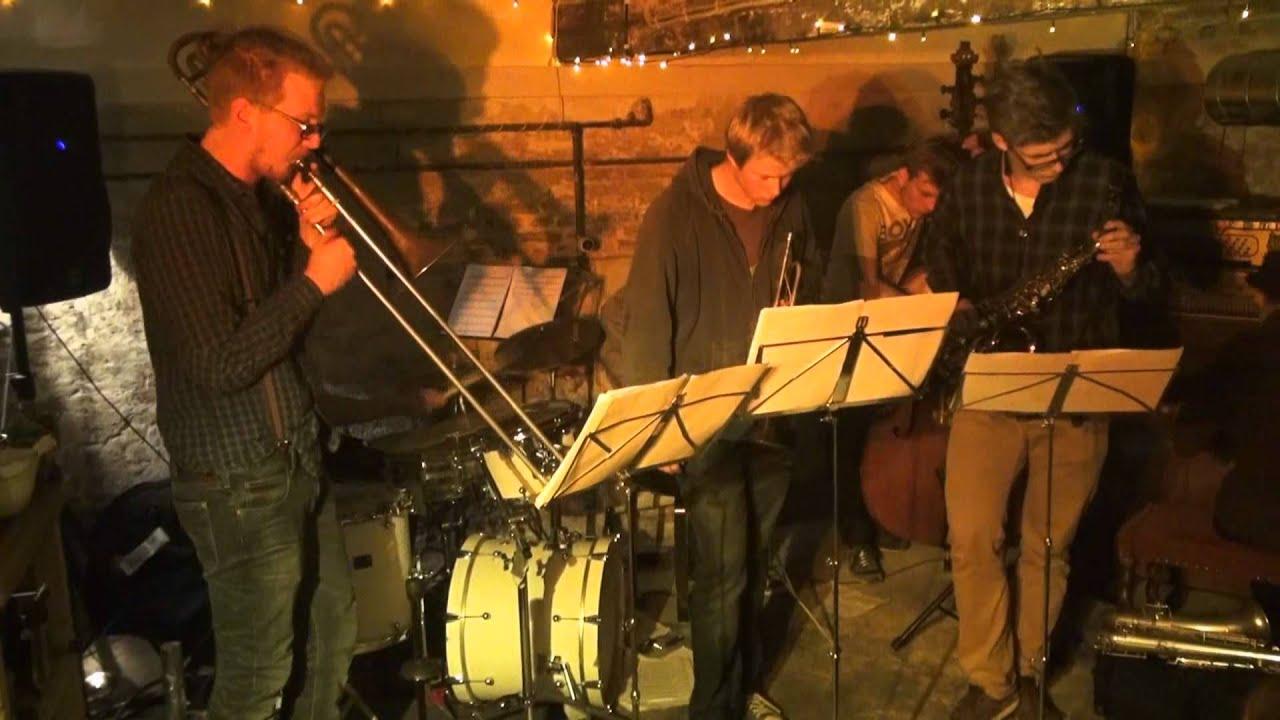 Horse Orchestra - Nackte Frau mit Brille - YouTube
