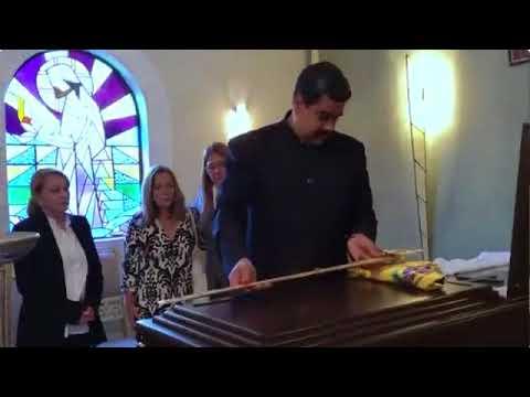 Maduro entrega réplica de la espada del Libertador a familiares de José Antonio Abreu