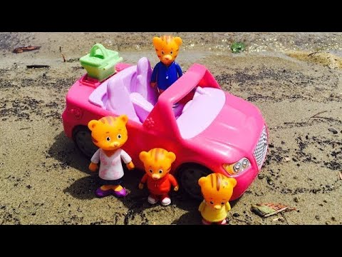 BEACH Day in Musical Fisher Price Pink Convertible with DANIEL TIGER NEIGHBOURHOOD Toys!