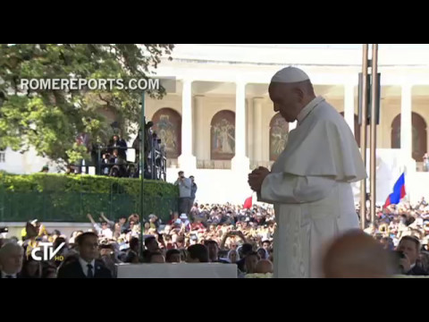 Pope Francis prays before the image of Our Lady of Fatima