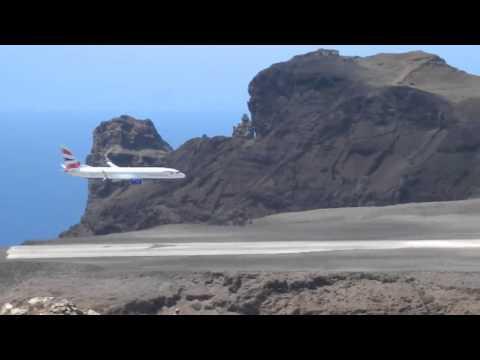 737-800 Flight to St Helena Island (Actual Landing)