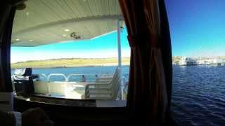Lake Powell Boat Rentals - Moving houseboats in the morning